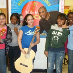 Former Yankee Bernie Williams Brings Music to the Bronx